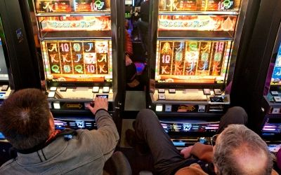 """Persi nel gioco. Sull'anomalia italiana del fenomeno """"slot-machines"""""""